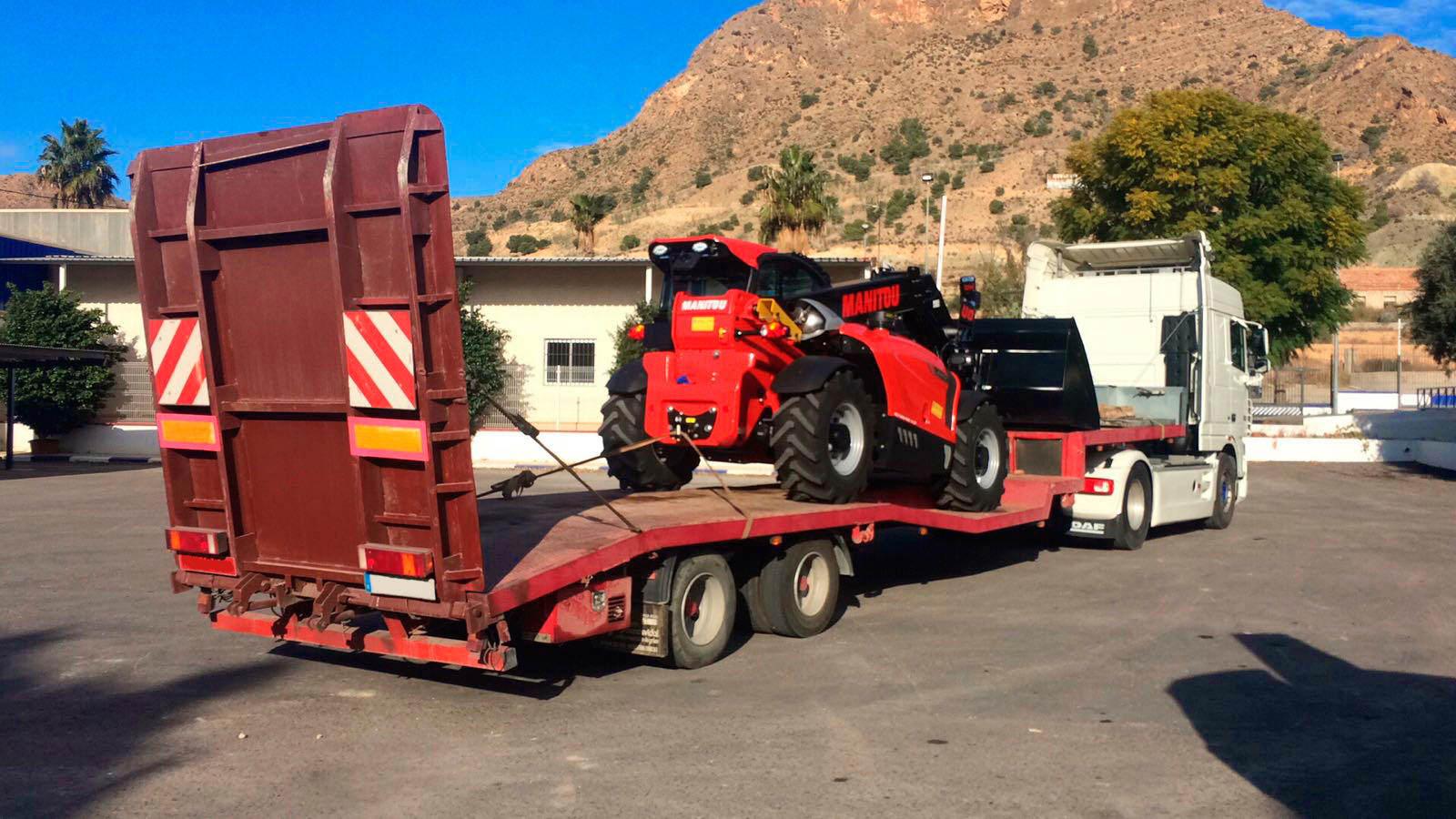 Expertos en el transporte de maquinaria en Murcia y Alicante