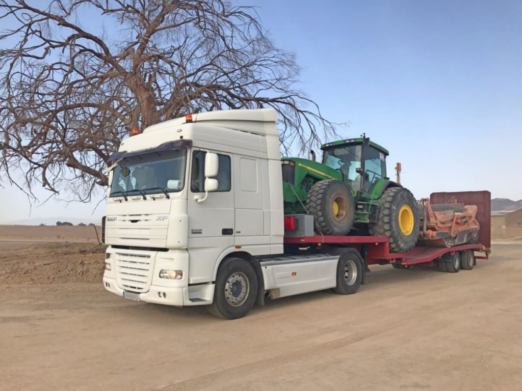 Transporte de maquinaria pesada - Transportes especiales en Murcia y Alicante - MURPATRANS